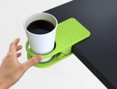 Пластмасова щипка - държач за чаша